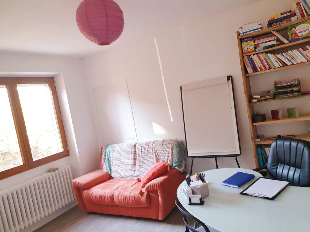 Anne Chimchirian vous reçoit dans son cabinet de psychologue à Puy saint Martin dans la Drôme.